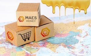 Cajas con el logotipo de MaesHoney. Exportación de Miel.
